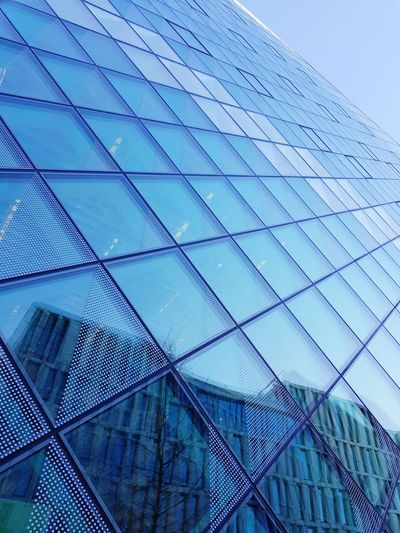 Himmel im Quadrat Architecture Modern Skyscraper City Full Frame Window Sky Architecture Building Exterior Built Structure Transparent Geometric Shape Skylight Hexagon Triangle Shape Cupola Triangle Rectangle Office Building Exterior Glass Glass - Material