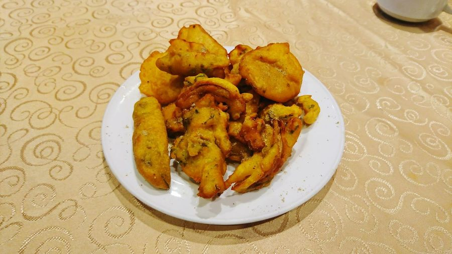 Pakoda Pakoda Tea Time Snacks Plate Table Indoors  Food Food And Drink Ready-to-eat No People Serving Size Freshness Close-up Day