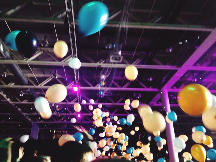 Wine Moments Silvester 00:00 1.1.2017 Messe Basel Fun Party Ballons