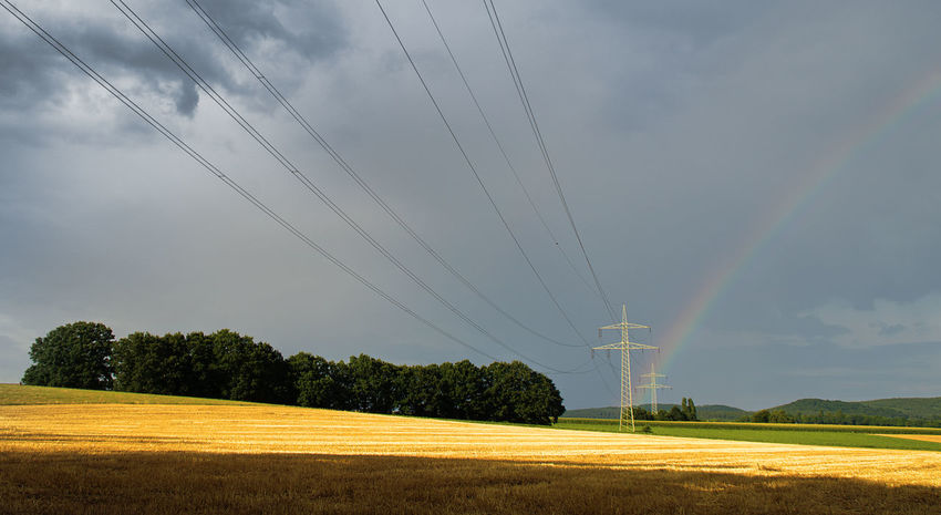 After Summer Rain Dramatic Sky Evening Light Overhead Cable Power Grid Regenbogen Stromversorgung After Rain After Thunderthorm Cable Connection Dark Sky Bright Light Dramatische Lichtstimmung Electicity Wires Electric Power Supply Electricity  Electricity Pylon Fuel And Power Generation Overhead Power Line Infrasttucture Rainbow Rainbow With Overhead Powerlines Stubble Field Tiefstehende Sonne Überlandleitng-dunkler-Himmel-regenbogen Überlandleitungen