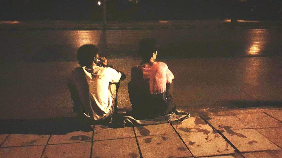 นิยมวินเทจ Frend ผู้ชายห่วยๆ เพื่อนรัก เพื่อนร่วมทาง วินเทจหน่อยๆ Vintage Full Length Men Street Musician Marching Band Paving Stone Ice Cream Ice Cream Cone
