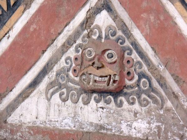 Ruinas de la Huaca de La Luna en el Valle Santa Catalina de Moche (Campiña de Moche) que fue construida por los antiguos pueblos de la Cultura Mochica. Arqueology Coast Cultura Mochica Culture Dibujos Draw Huaca De La Luna Huacas IdoloMoche Mochica Paint Peru Peruvian Pictography Pinturas Ruinas Trujillo Warriors El dios de los Mochicas: Aia Paec
