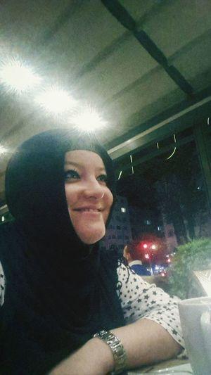 Gülüm'se :) gülen yüzüm :》☆