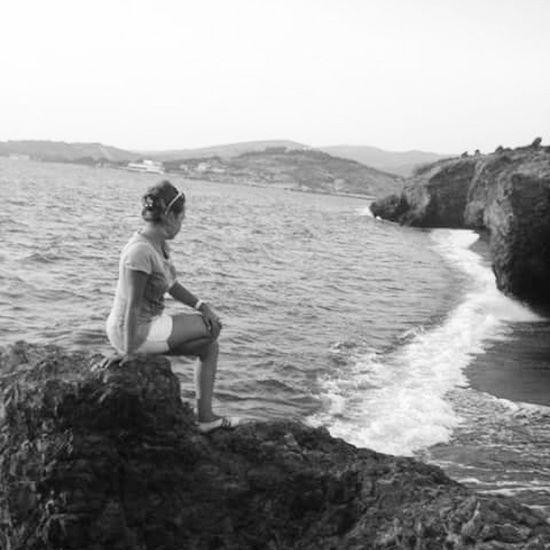 Kim demiş ben hayata gülmem diye. Ben öyle bir kahkaha atarım ki denizler dar gelir kıyılara... Instagram Instamood Bff Tatil InstaMagAndroid Eskifoca Eskiler Arşivden çıktı