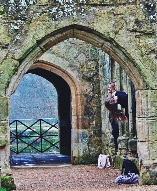 Castle Fairytale  Arch Real People Travel Destinations Built Structure England History Architecture Bodiam Castle Travel Castles