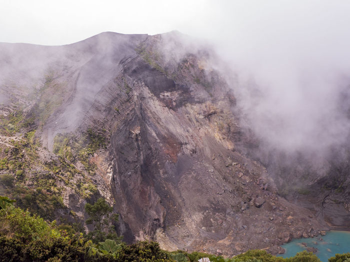 The irazu volcano in costa rica is 3432 m high, the highest peak in the cordillera central mountains