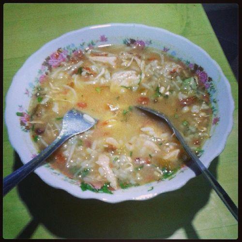 Keturutan juga makan soto ayam di Warujayeng Nganjuk Eastjava Indonesianfood Food Diner InstaShare Warung KakiLima BWorld