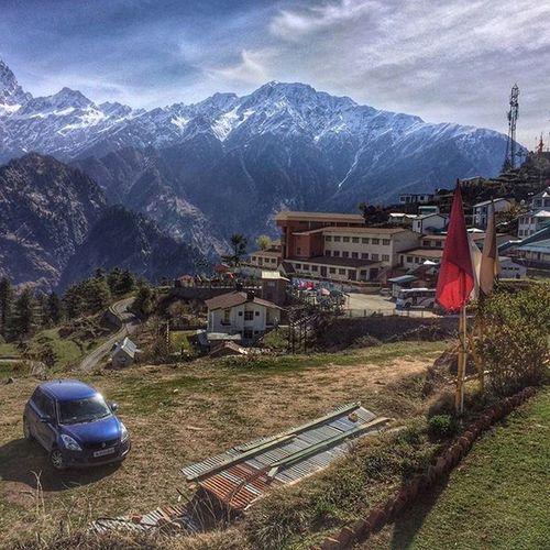 Mighty Himalayas acting as Natural border to Tibet at the Ski Resort Auli Uttarakhand Igtravel Ig_uttarakhand Mountains Hills Nature Lonelyplanetindia @travel_uttarakhand Lonelyplanet Incredibleindia Indiatravelgram Skiresort Snowpeak @millionshadesofindia @minibayindia @india.gram