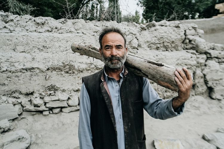 Man and log. Open Edit Street Photography Street Portrait Portrait Color Portrait People Real Life Everyday Life Tadaa Community VSCO
