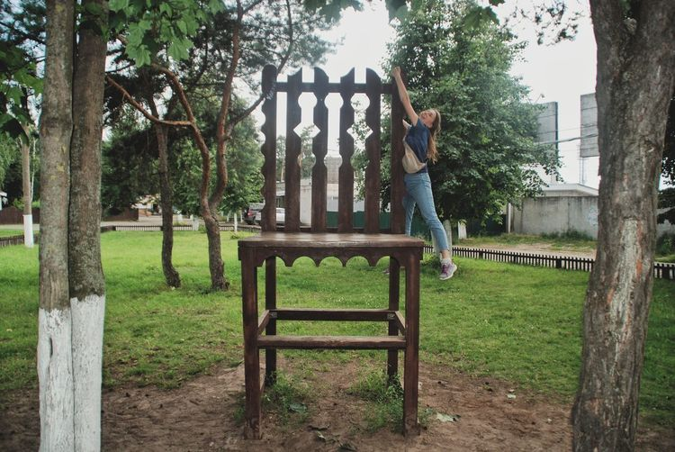 Full Length Playground Tree Casual Clothing Outdoors Jungle Gym People Day Fun Leisure Activity Grass One Person Outdoor Play Equipment Childhood Adult Playing Happiness Climbing Smiling Been There. Connected By Travel Done That. Discover Berlin EyeEmNewHere