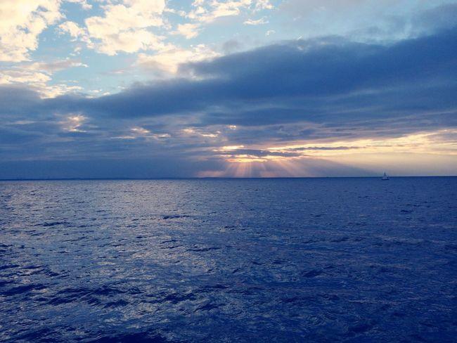 Water Sea Horizon Over Water Beauty In Nature Waterfront Cloud - Sky Sky Sun Beach Summertime Summer Seascape Horizon Sunset