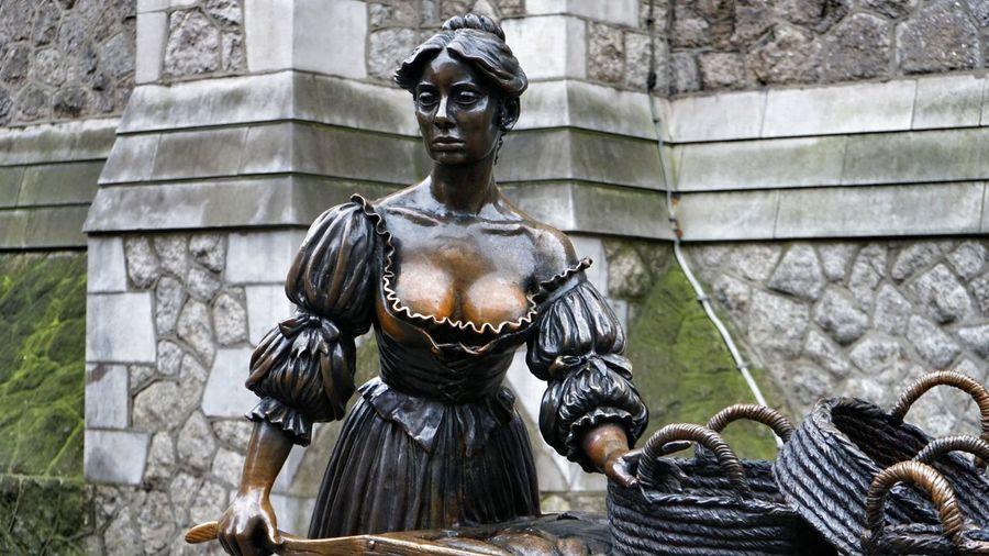 Statue of the beautiful Molly Malone in Dublin, Ireland. EyeEm Best Shots Ireland🍀 Outdoors No People Day City Statue Molly Malone Molly Malone