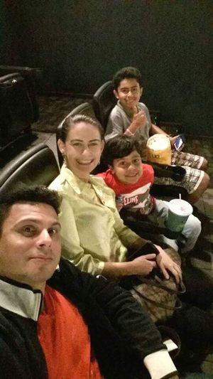 Selfie com eles . Cineminha hoje . ❤ Eradogeloobigbang ❤