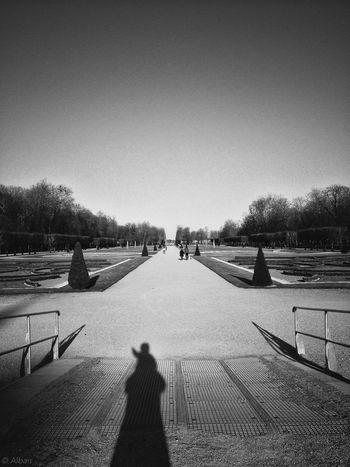 @Laurence_L : nous sommes un seul ! Blackandwhite Taking Photos Enjoying Life L'ombre De Soi Même