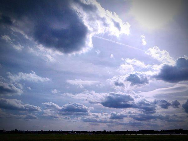 In the middle of nowhere. Relaxing Taking Photos Hanging Out Berlin Vignette Art Tempelhof Airport Tempelhofer Feld