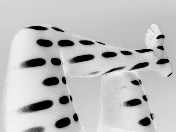 Bodyart Body Part Indoors  Spotted Shadows & Lights Black And White Moteado Spots Close-up Legs Legsselfie Piernas Posturasplayeras
