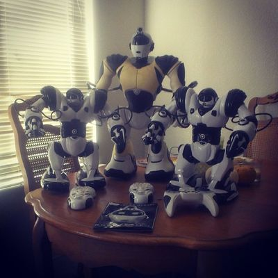 We got our #robots! I'm too excited right now. The big guy is my husband's and the two smaller ones are for my son and I. #robosapien #mrroboto Lux Robots Blessed  Luxury Rkoi Robosapien Mrroboto Rkoig Richkidsofinstagrm Wooweerobosapien Woowee