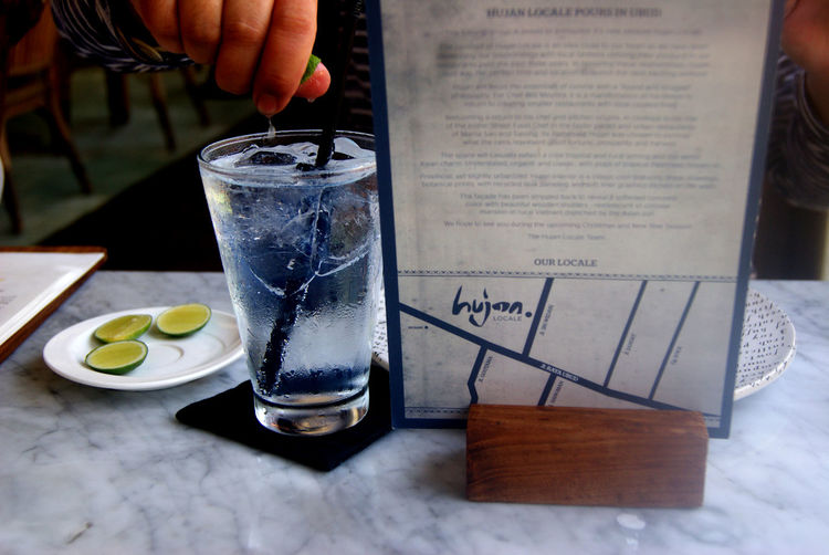 Tonic water with lime. Check This Out Enjoying Life Restaurants Restaurant Glass Enjoying Life Drinking Drinks Water Lime