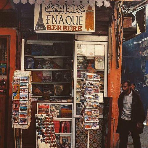 """Un petit tour à la """"Fnaque berbère"""" Nikonfr Igersmorocco Marakech Igersmarakech Igersmorocco Architecture Cite Archilovers Art City Medina FNAC Library Kafe Fnaqueberbere Travel Zen Maroc @fnac_officiel"""