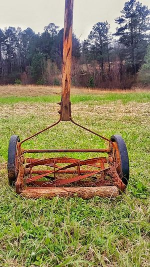 Field Outdoors Nature Antique Antiques Lawnmower Old Mower Vintage Old Outdoor Equipment Lawn Mower Rusty Rusty Metal Grass Grass Cutter Grass Cutting. Equipment Push Mower Man Power Man Powered Old Wood Lieblingsteil