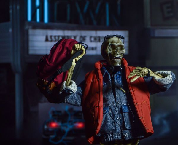 """In the end, time traveling catches up to you"""" Toyphotography Movies 80s Hottoys Backtothefuture Michaeljfox Figure Skeleton Martymcfly"""