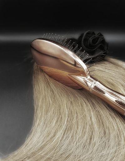 rosegold brush Hairweft Hairline HairExtensions Hairextensionspecialist Haarverlängerung Exklusiv Hairdresser Hairgoal Hairsalon Ootn Hairtrend Blogger Brush Studio Shot Fashion Close-up Platinum Personal Accessory Brushed Metal