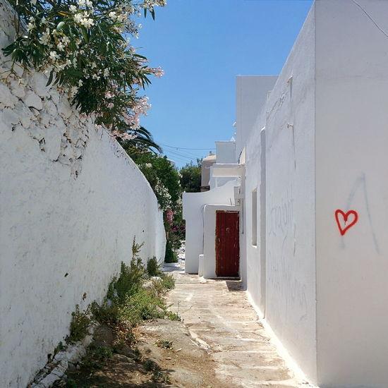 Lost My Heart in Mykonos. Streetart Graffiti