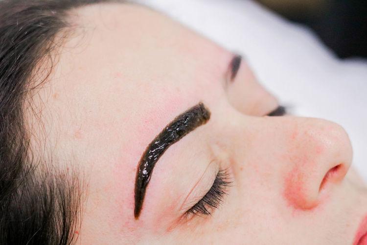 Aesthetics Beautiful Woman Close-up Day Design Design Eyebrows Eyebrow Indoors  People Real People Vanity