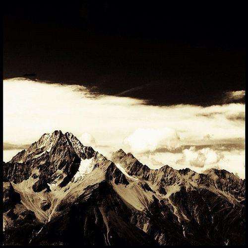 good mountain ... äh ... good morning! #mountains #bw #blackandwhite #drama #clouds #sky Landscape_lovers Igcentric_nature Lobomountains Jj_forum_0224 Clouds Mountains Blackandwhite Sky Drama Bw