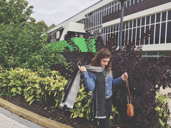 Keele Uni✌🏼️ Person Casual Clothing Lifestyles Leisure Activity Built Structure Plant Young Adult Architecture Building Exterior Freshness Growth Day In Front Of Outdoors