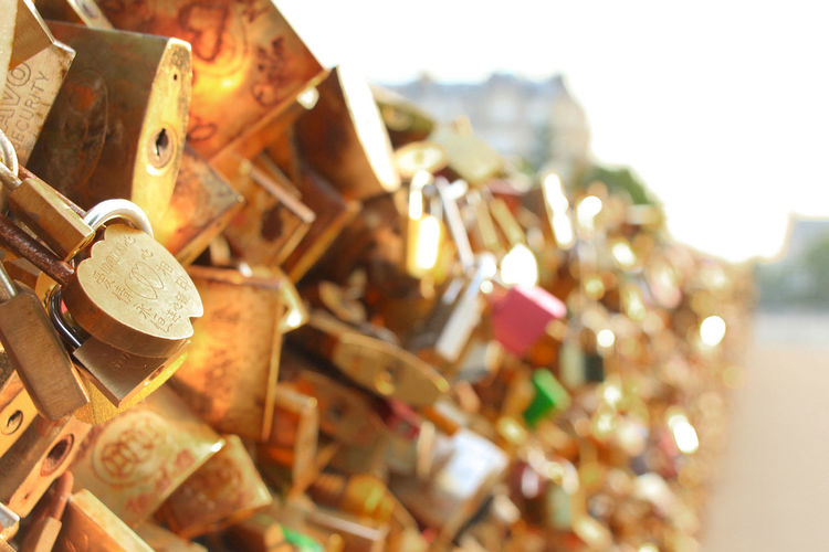 cadenas d'amour Cadenas Cadenas De La Libertad Padlocks Paris Paris Je T Aime Paris, France  Pont Neuf Pont Neuf, Paris, France Cadenas D'amour Cadenas De L'amo Cadenas Du Pont Neuf Padlock Padlock's Bridge Padlocks On Bridge Padlocks, Lovers Locks, Promises, True Love, Romance