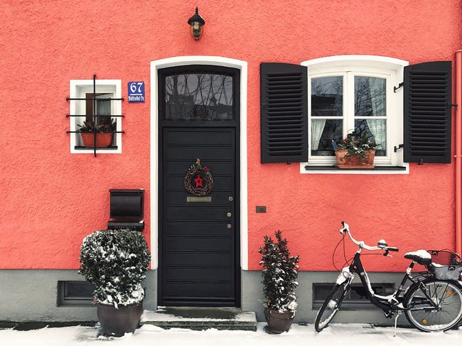 Lieblingsteil Building Exterior Window Outdoors House Architecture Red Built Structure Brick Wall Residential Building No People Check This Out Streetphotography Taking Photos Photography Love Munich