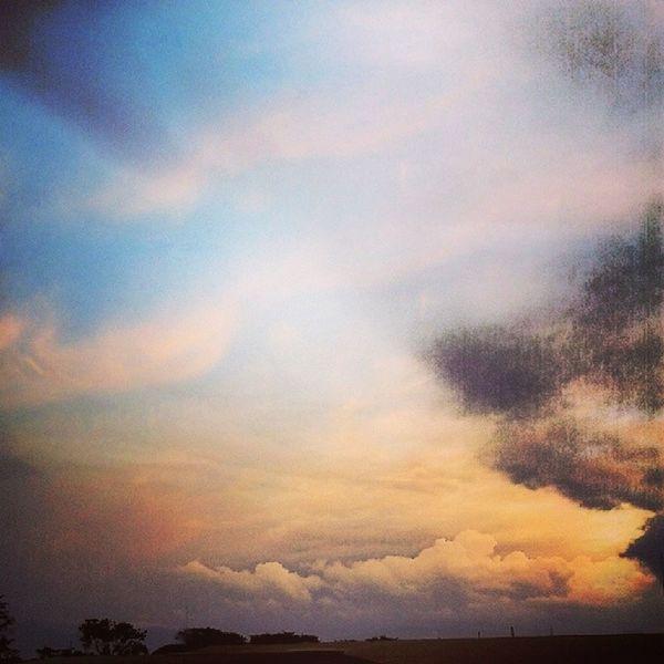 Menikmati matahari terbenam, rasanya nyamaaan banget<3 pic by me! Np Agnezmo Agnesmonica Rindu beautiful sunset cool nature sky cloud