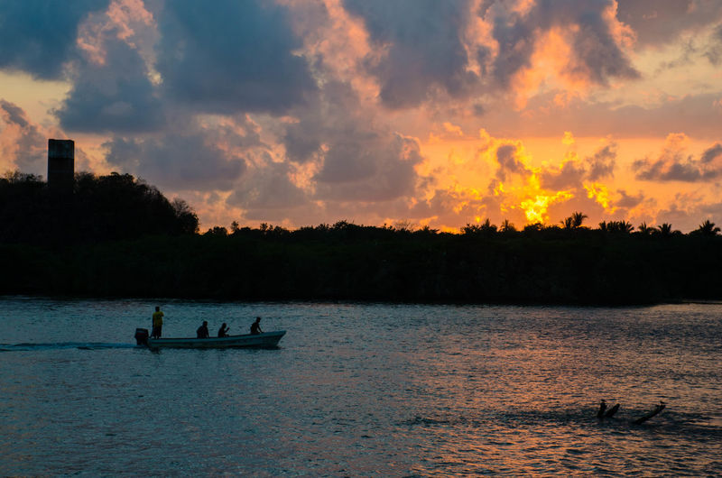 Sunset Silhouette Nature Cloud - Sky Tranquility Lake Scenics Outdoors People Sky Chacahua Beach Beauty In Nature Water