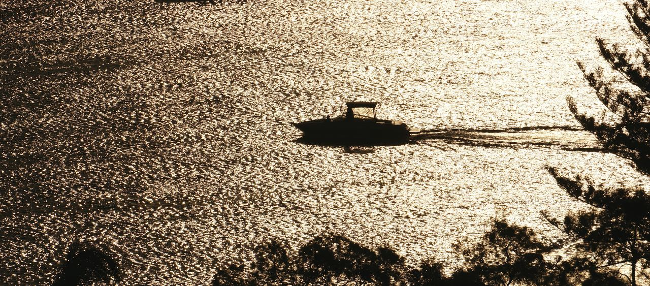 Lone boat and setting sun. Coming Home Cruiser End Of The Day Power Boats River Sunset Sunset On The River On The Way