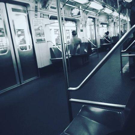 É a mesma estação. São as mesmas pessoas. Corações antigos, procurando o Amor. Em busca do Eterno. Thinking Subway OldHearts Writing VSCO LoveofGod SP MetroSP