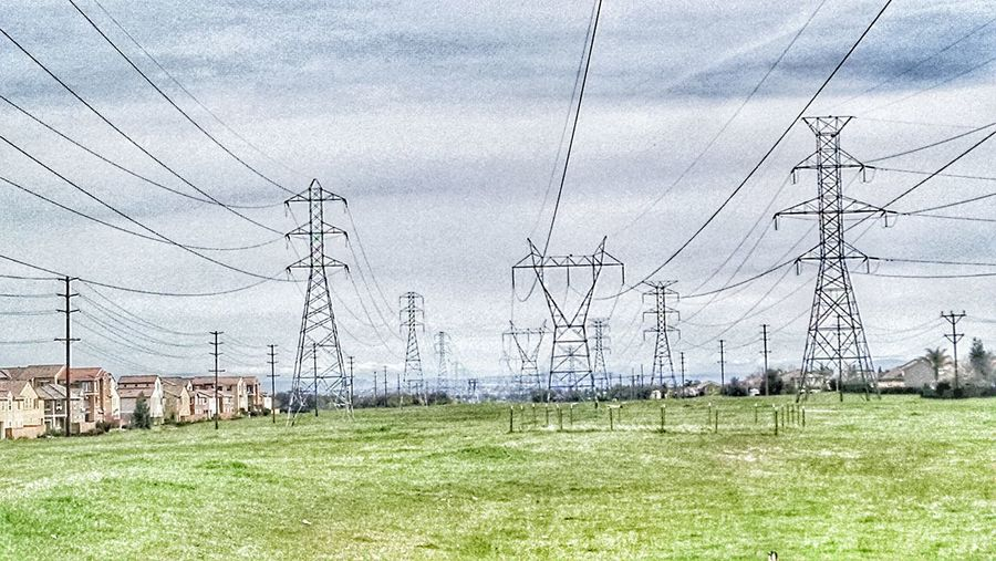 This is someone's idea of open space. Open space is set aside for the community and wildlife. While I was out here I could hear the crackle and hum of electricy. Oddly it is beautiful in it's own way. Taking Photos Openspace Roseville Roseville Ca Roseville, CA Powerlines Powerlinesaresoscenic Fieldscape Field Fieldofdreams Urban Nature UrbanHiking