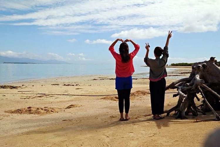 Peace Love Nature Beach Girl Seaside Backview