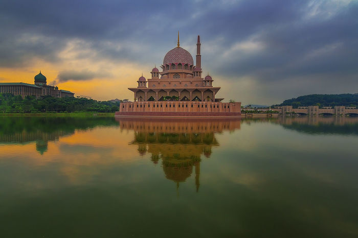 Putra Mosque | The Pink mosque | Hazy Sunrise #Mosque #Pinkmosque #Putramosque #putrajay #sunrise #reflection Architecture Place Of Worship Reflection Religion First Eyeem Photo EyeEmNewHere