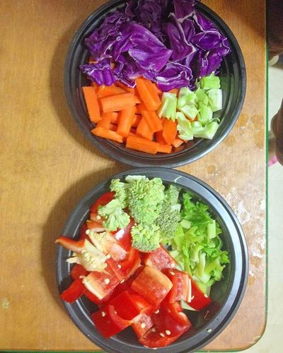 Ready to prepare Veg Salad Salads Vegetablesnack Vegetables Carrot Pepper Redpeppers Cabbage Saladdressing Healthy Healthyfood Healthyeating Fatreduction Food Foodporn EatHealthy Eatclean Nocooking