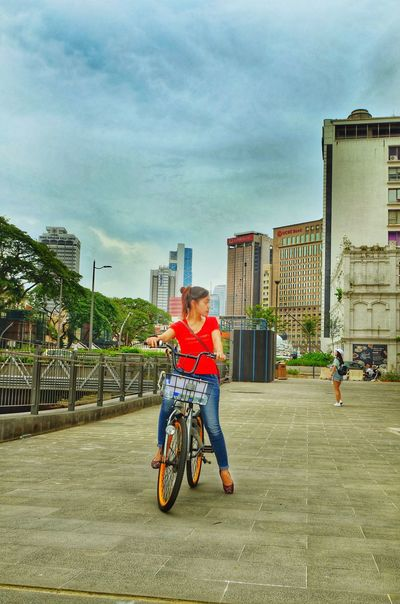 Bicycle Architecture Building Exterior Built Structure Transportation Real People Outdoors Mode Of Transport Casual Clothing Yogyakarta Photography Kotawelerikendal Menthoel_phonegraphy Street Potographykendal