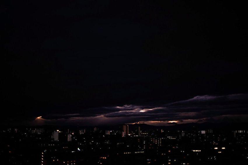 嵐の日の夕に。世界は何かを語っている。 Snapshots Of Life Nightphotography Sky Sky_collection Clouds And Sky