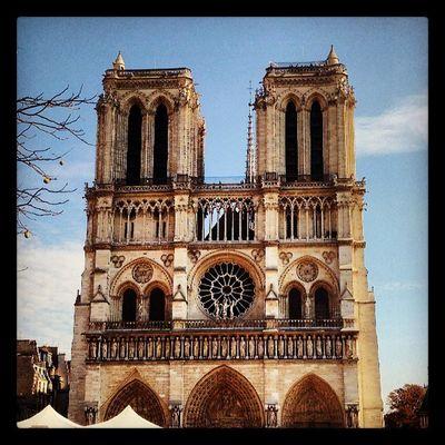 Cathédrale Notre-Dame de Paris, en ce jour ensoleillé Paris Notredame Cathedrale Notredamedeparis visitparis tourisme france