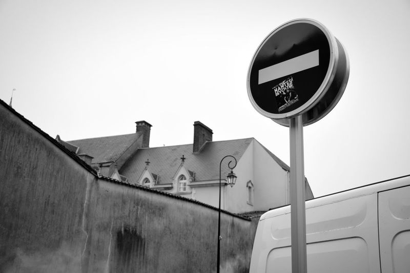 bloqué.. Nikon D5600 Photo Photography Picoftheday Road Sign Winter Sky Architecture Stop Sign