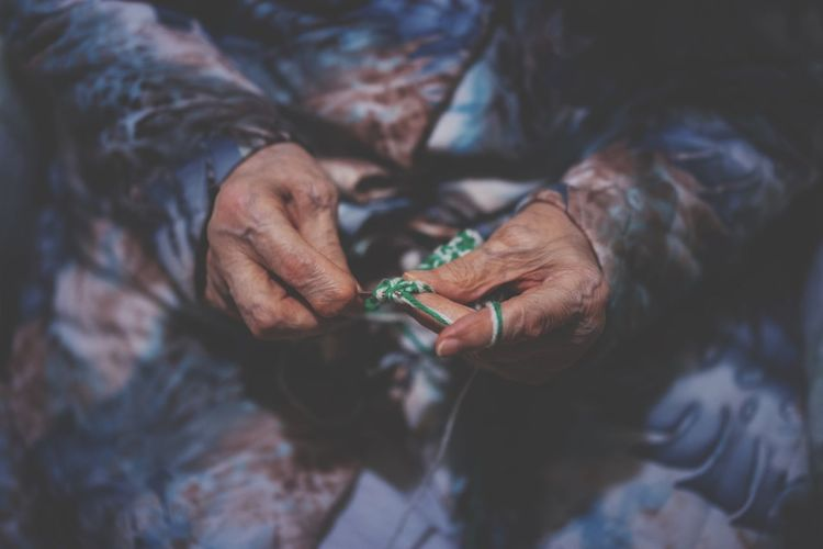 http://www.wefunkradio.com/song/649_df/gil+scott-heron/grandma%27s+hands Grandma Hands Knitting RePicture Ageing The Fashionist - 2015 EyeEm Awards Telling Stories Differently