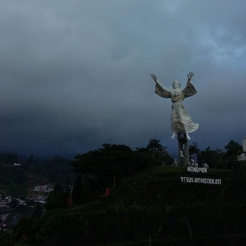 MONUMEN TUHAN YESUS MEMBERKATI 💙💚💛💜 Lovemanado IManado Manado - North Sulawesi, Indonesia. Sulawesiutara Northsulawesi Citralandmanado