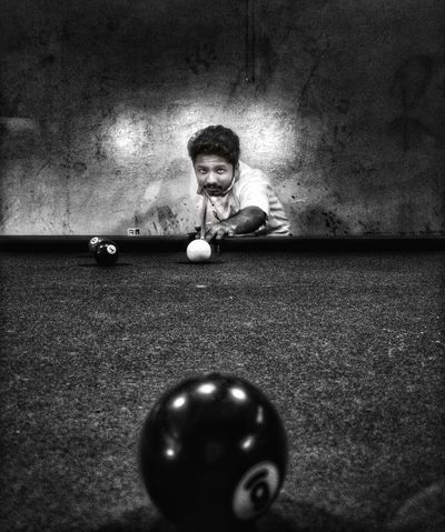 Focus Pool Ball Pool - Cue Sport One Person Pool Table Portrait Sport Indoors  Ball Leisure Activity Real People Playing Pool Cue Young Adult Pool Hall One Man Only Snooker Adult People Snooker Ball