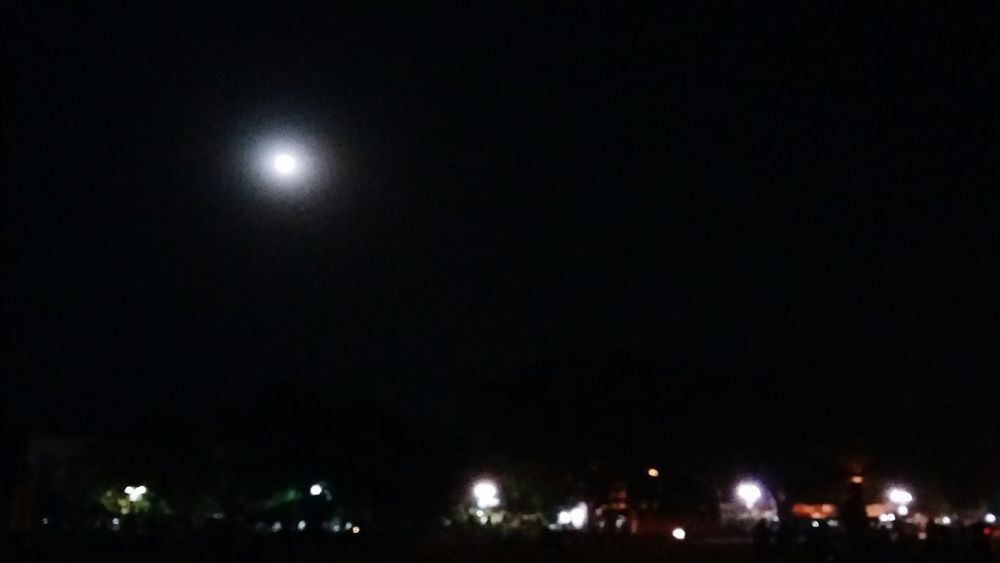 Goodnight Check This Out Beautiful Night Sky Beauty In Nature Moon Light Moon Hello World Taking Photos Light And Shadow