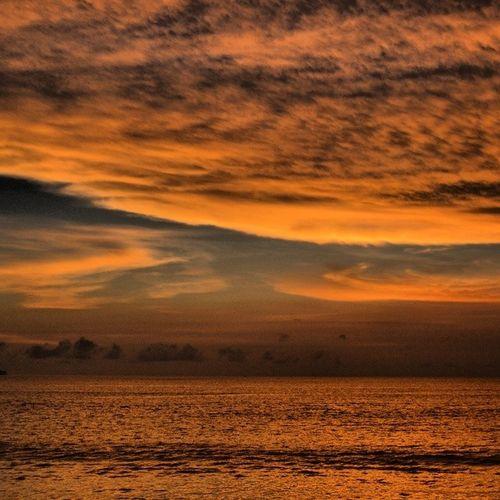 Sun_set Sun Bali INDONESIA occeancloudssunsetasiaتصويرياندونيسياباليbeachغروباسيابحرالمحيط