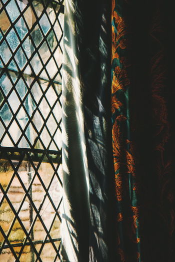 And the rest - National Trust Ightham Mote Window Light Light And Shadow Full Frame Close-up Window Frame Blinds Window Sill Building Historic